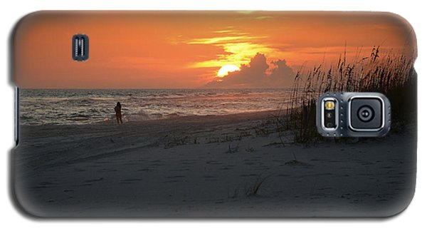 Galaxy S5 Case featuring the photograph Sinking Into The Horizon by Renee Hardison