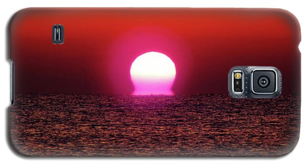 Galaxy S5 Case featuring the photograph Sizzling Sunrise by D Hackett