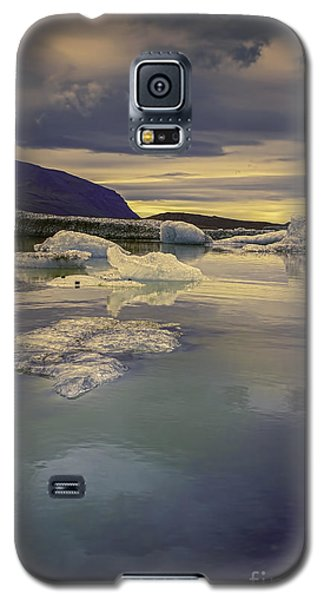 Skaftafellsjokull Lagoon Galaxy S5 Case by Nancy Dempsey
