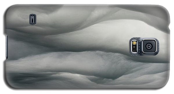 Galaxy S5 Case featuring the photograph Sky Life Undulatus Asperatus by Steven Poulton