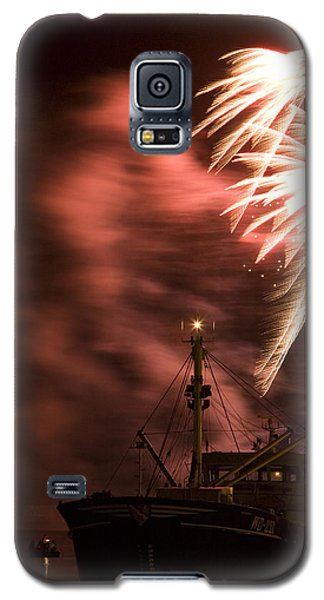 Galaxy S5 Case featuring the photograph Sky On Fire by Ian Middleton