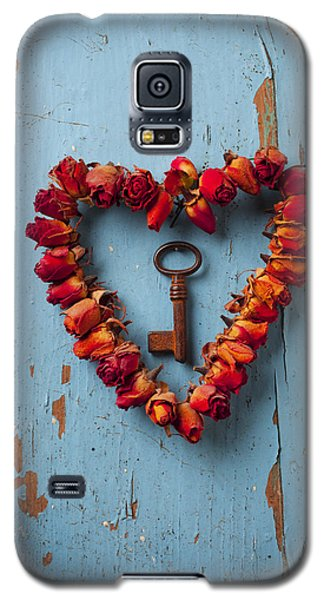 Small Rose Heart Wreath With Key Galaxy S5 Case