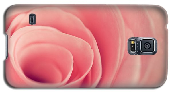 Galaxy S5 Case featuring the photograph Smell The Roses by Yvette Van Teeffelen