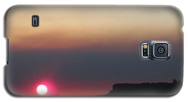 Galaxy S5 Case featuring the photograph Smoky Sunset Near Table Rock by Marie Neder