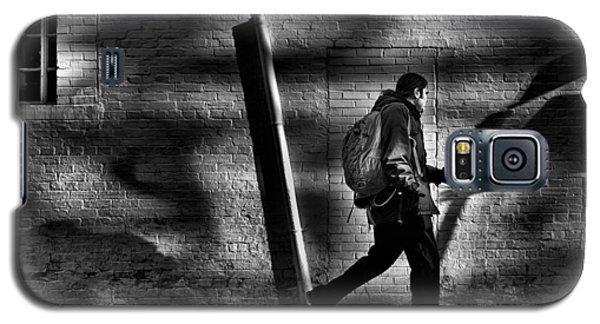 Sneakin' Thru The Alley Galaxy S5 Case