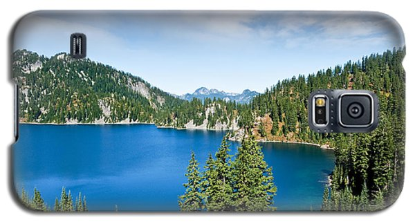 Galaxy S5 Case featuring the photograph Snow Lake by Jeff Goulden
