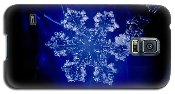 Snowflake On Blue Galaxy S5 Case