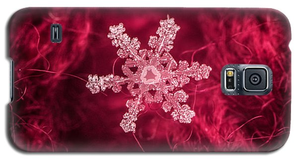 Snowflake On Red Galaxy S5 Case