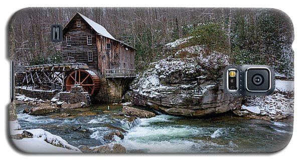 Snowing At The Mill  Galaxy S5 Case by Steve Hurt
