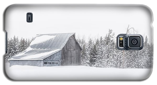 Galaxy S5 Case featuring the photograph Snowy Barn by Dan Traun