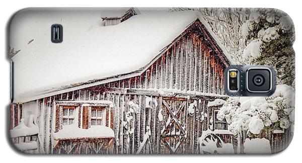 Snowy Country Barn Galaxy S5 Case