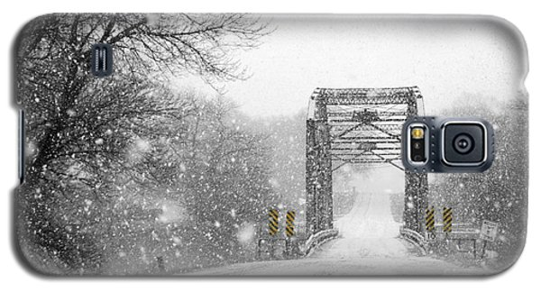 Snowy Day And One Lane Bridge Galaxy S5 Case