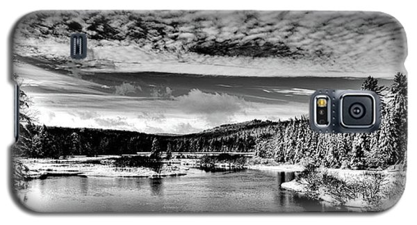 Snowy Day At The Green Bridge Galaxy S5 Case by David Patterson