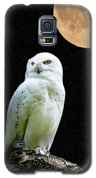 Galaxy S5 Case featuring the photograph Snowy Owl Under The Moon by Scott Carruthers