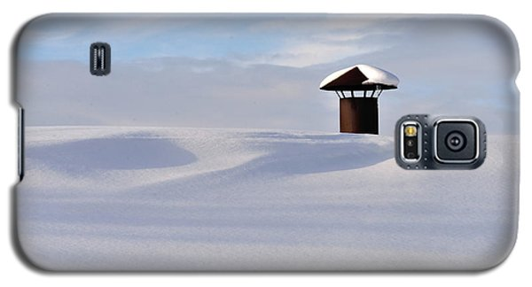Snowy Roof With Stove Pipe Galaxy S5 Case