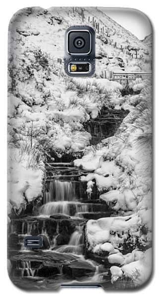 Snowy Waterfall In The Peak District In Derbyshire Galaxy S5 Case
