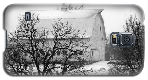 Snowy White Barn Galaxy S5 Case