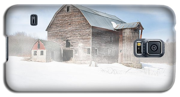 Galaxy S5 Case featuring the photograph Snowy Winter Barn by Gary Heller