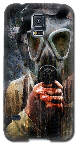 Soldier In World War 2 Gas Mask Galaxy S5 Case