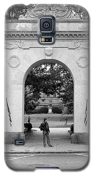 Soldiers Memorial Gate, Brown University, 1972 Galaxy S5 Case