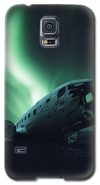 Airplane Galaxy S5 Case - Solheimsandur Crash Site by Tor-Ivar Naess