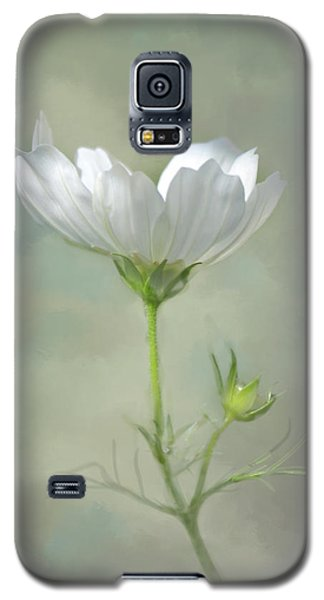 Galaxy S5 Case featuring the photograph Solo Cosmo by Ann Bridges
