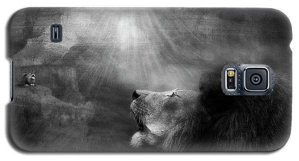 Galaxy S5 Case featuring the photograph Sorrow's Call by Yvonne Emerson
