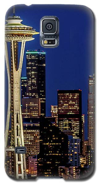 Space Needle And Skyline At Dusk Galaxy S5 Case by Rob Green
