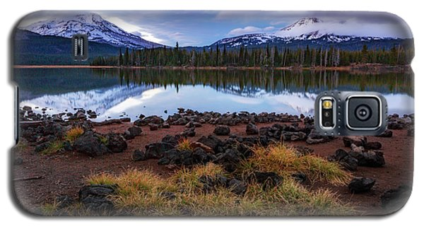 Galaxy S5 Case featuring the photograph Sparks Lake by Cat Connor