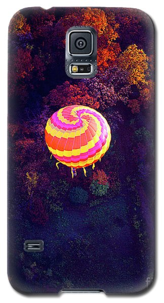 Spiral Colored Hot Air Balloon Over Fall Tree Tops Mchenry   Galaxy S5 Case