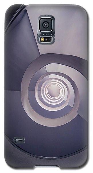 Spiral Staircase In Plum Tones Galaxy S5 Case by Jaroslaw Blaminsky