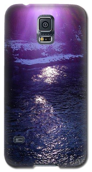 Galaxy S5 Case featuring the photograph Spiritual Light by Tatsuya Atarashi