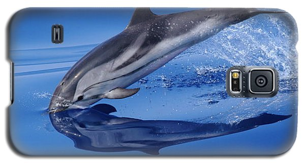 Galaxy S5 Case featuring the photograph Splash Down by Richard Patmore