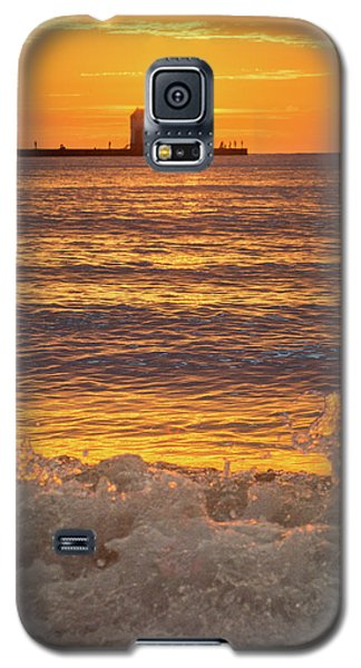 Galaxy S5 Case featuring the photograph Splash Of Light by Bill Pevlor