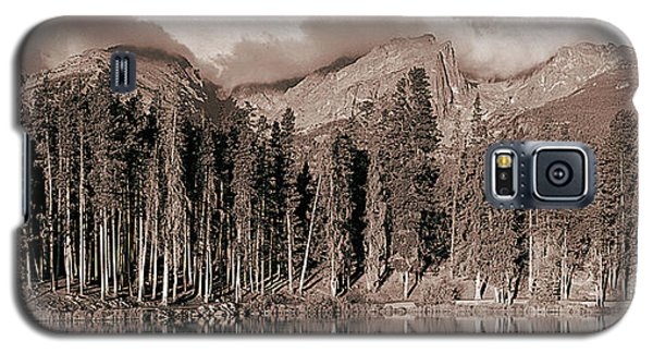 Galaxy S5 Case featuring the photograph Sprague Lake Morning by Thomas Bomstad