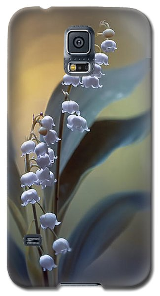 Lily Galaxy S5 Case - White Pearls by Magda  Bognar