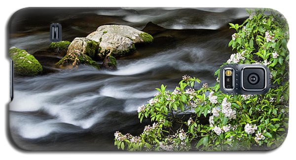 Galaxy S5 Case featuring the photograph Spring On The Oconaluftee River - D009923 by Daniel Dempster
