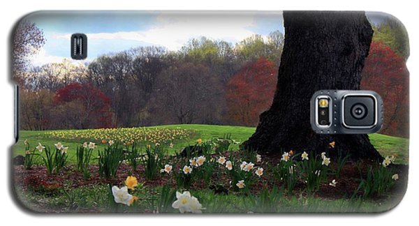 Galaxy S5 Case featuring the photograph Springing Forward At Edgemont Golf Course by Polly Peacock