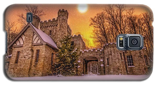Galaxy S5 Case featuring the photograph Squires Castle In The Winter by Brent Durken
