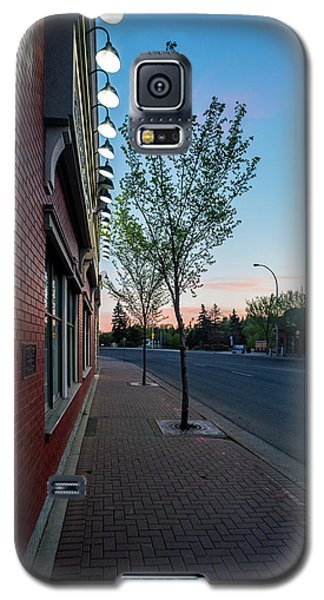 Galaxy S5 Case featuring the photograph St. Anne Street At Dusk by Darcy Michaelchuk