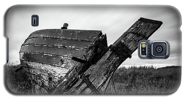 St Cyrus Wreck Galaxy S5 Case by Dave Bowman