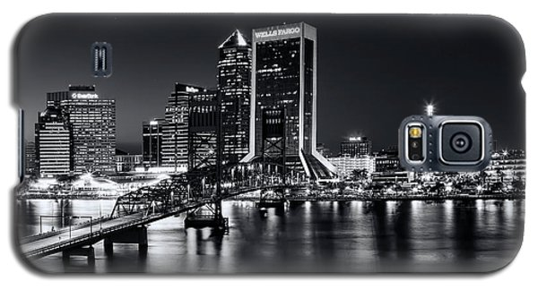 St Johns River Skyline By Night, Jacksonville, Florida In Black And White Galaxy S5 Case