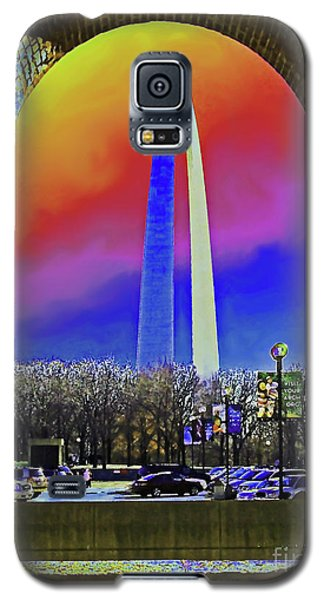 Galaxy S5 Case featuring the photograph St Louis Arch Rainbow Aura  by Patricia L Davidson