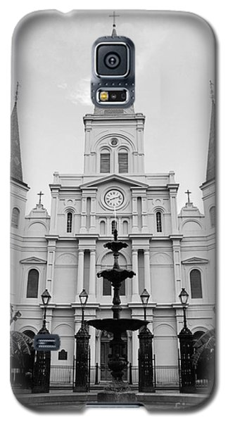 St Louis Cathedral And Fountain Jackson Square French Quarter New Orleans Black And White Galaxy S5 Case