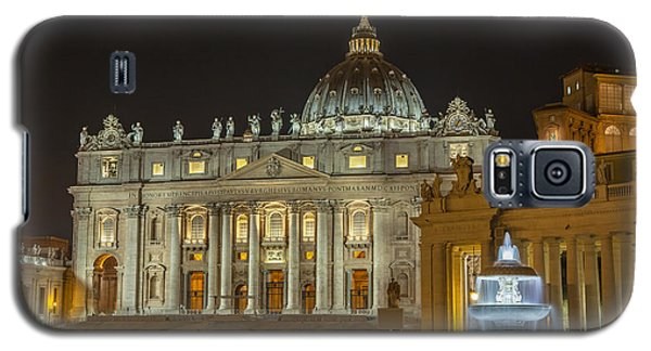 Galaxy S5 Case featuring the photograph St. Peter Basilica by Ed Cilley