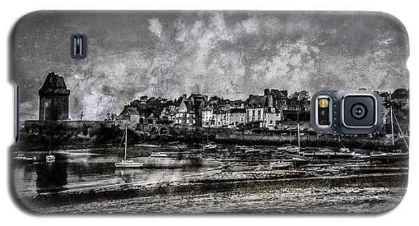 Galaxy S5 Case featuring the photograph St Servan's Beach by Karo Evans