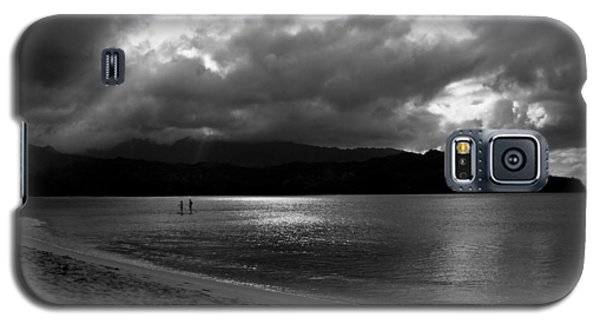 Stand Up Paddlers In Stormy Skies Galaxy S5 Case by Lennie Green