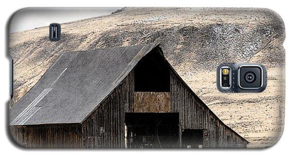 Standish Barn In Winter Galaxy S5 Case