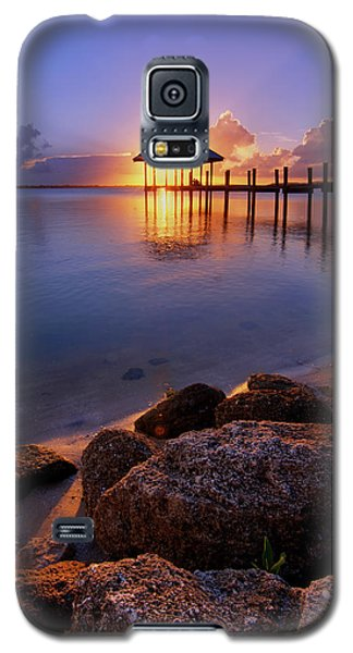 Starburst Sunset Over House Of Refuge Pier In Hutchinson Island At Jensen Beach, Fla Galaxy S5 Case by Justin Kelefas