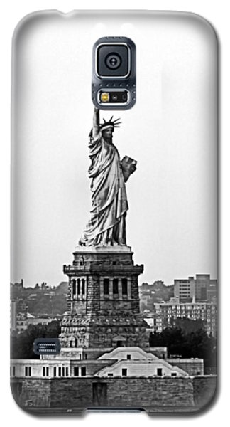 Galaxy S5 Case featuring the photograph Statue Of Liberty Black And White by Kristin Elmquist